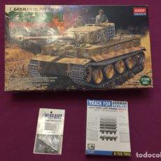 Maquetas: GERMAN TIGER I MID PRODUCTION ( CON INTERIORES ) 1:35 ACADEMY 1387 CADENAS AFV 35093, MAQUETA CARRO. Lote 103615175
