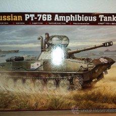 Maquetas: MAQUETA RUSSIAN PT-76B AMPHIBIOUS TANK, ESCALA 1/35, MARCA TRUMPETER.-. Lote 26647569