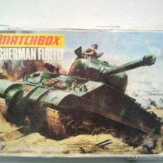 Maquetas: ANTIGUA MAQUETA DEL TANQUE SHERMAN FIREFLY MATCHBOX ESC 1/76 2 COLORES 1973 LESNEY LONDON .. Lote 56484729