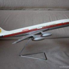 Maquetas: MAQUETA AVIÓN DOUGLAS DC-8 DE IBERIA, DE AGENCIA DE VIAJES AÑOS 60. Lote 58414785