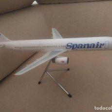 Maquetas: MAQUETA AVIÓN AIRBUS 321 SPANAIR, DE AGENCIA.. Lote 61839320