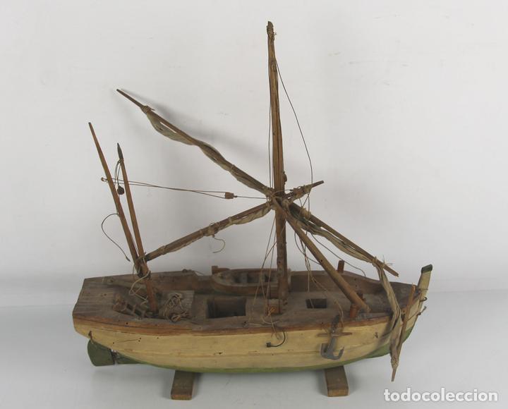 MAQUETA DE BARCA DE PESCADORES A VELA. EN MADERA S. XIX. (Juguetes - Modelismo y Radiocontrol - Maquetas - Barcos)