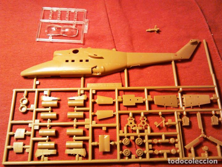 Maquetas: Maqueta del helicóptero de combate Mil Mi-24 D Hind a escala 1:100 de Revell. 1990. Militar. 18,5cm. - Foto 3 - 70568469