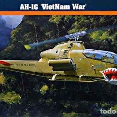 Maquetas: MAQUETA DEL HELICÓPTERO DE ATAQUE BELL AH-1G GUERRA VIETNAM DE MISTERCRAFT A 1/72. Lote 73864763