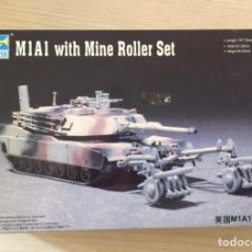 Maquetas: M1A1 WITH MINE ROLLER SET TRUMPETER 1/72 ESCALA NUEVO. Lote 76044631