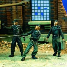 Maquetas: GERMAN TANKERS AT WORK 1:35 VERLINDEN 1090 MAQUETA FIGURAS CARRO DIORAMA. Lote 86221158