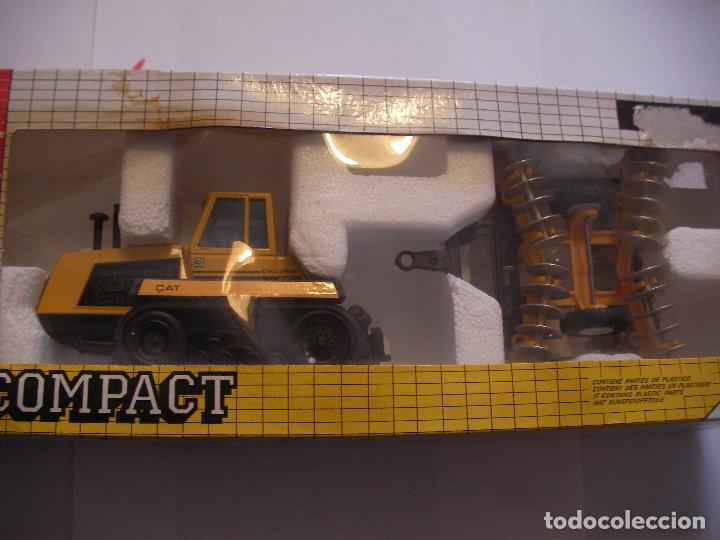 ANTIGUA MAQUETA JOAL MADE IN SPAIN TRACTOR CAT 65 CHALLENGER CON GRADA DE DISCOS (Juguetes - Modelismo y Radiocontrol - Maquetas - Construcciones)
