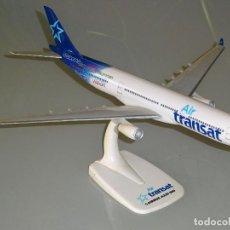 Maquetas: MAQUETA AVIÓN DE SOBREMESA. 31 CM. AIR TRANSAT CANADÁ AIRBUS A330-300. 120 GR. Lote 109537295