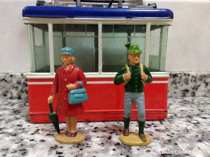 Maquetas: Rigi 900 Cabina Remonte Lehmann Alemania.Con 2 Figuras Antiguas Mujer con Bolso y Alpinista.1960 - Foto 8 - 113530667
