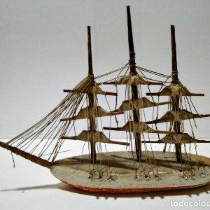 Decoración con barcos en miniatura