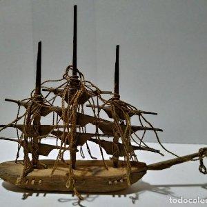 Decoración con barcos hechos a mano