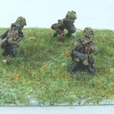 Maquetas: SHQ MINIATURES REFERENCIA SS57 ANTI-TANK / HEAVY WEAPON CREW, X 3 KNEELING ESCALA 1/76 O 20 MM 2. Lote 117291903
