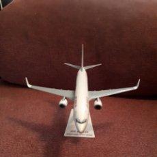 Maquetas: MAQUETA AVIÓN BOEING 737 - 800 AIR BERLÍN 20 CM. Lote 125274372