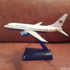Maquetas: MAQUETA AVIÓN 737 - 700 DE BRAATHENS MIDE 17 CM. Lote 125275868