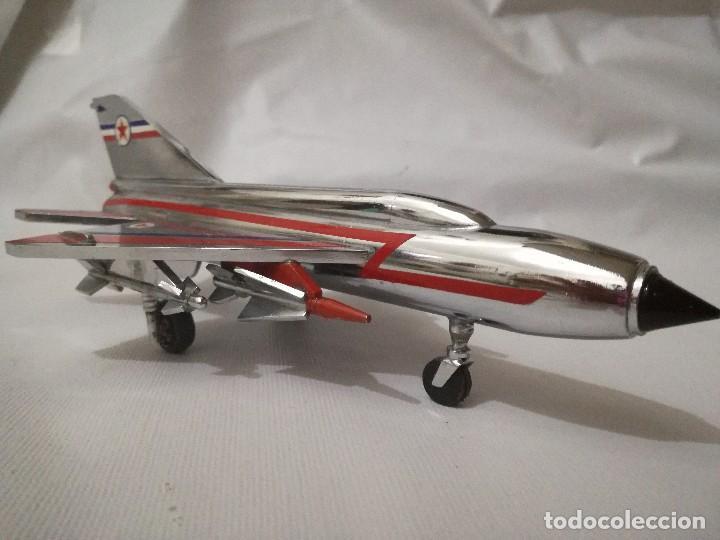 AVION METALICO-20 LARGO 11 ANCHO 6,5 ALTO (CENTIMETROS) PESO 324 GRAMOS-RARO, NO HAY NADA PARECIDO (Juguetes - Modelismo y Radio Control - Maquetas - Aviones y Helicópteros)