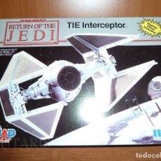 Maquetas: STAR WARS EL RETORNO DEL JEDI - MODELO A ESCALA DE TIE INTERCEPTOR MPC ERTL (1990). Lote 128271263
