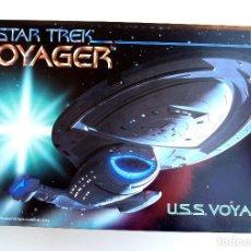 Maquetas: MONOGRAM STAR TREK • USS VOYAGER (NCC-74656) • PRIMER KIT DE LA SERIE (1995) 51 CM (1:670). Lote 196102982