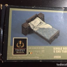 Maquetas: SINGLE BED & END TABLES 1:35 VERLINDEN TROPHY MODELS 20038 MAQUETA CAMA FIGURA DIORAMA. Lote 134118483