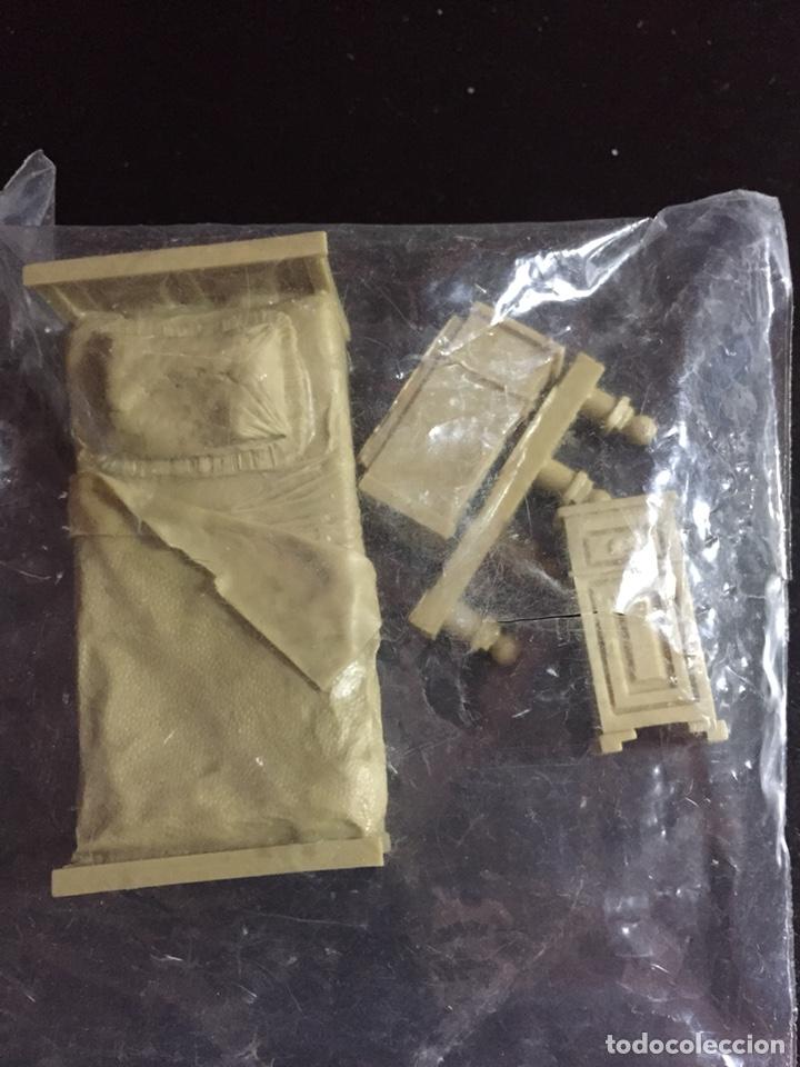 Maquetas: Single Bed & end tables 1:35 VERLINDEN TROPHY MODELS 20038 maqueta cama figura diorama - Foto 2 - 134118483