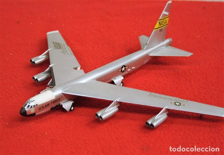 MAQUETA NB-52 w/X-15A-2 & PEGASUS ESCALA 1/200 segunda mano