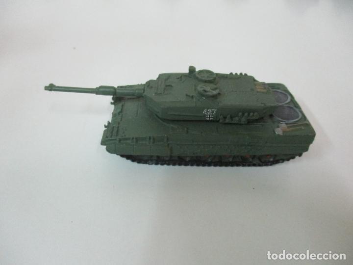 Maquetas: Carros de Combate - Lote, Colección 27 Tanques - Juguete de Plomo, Tanque - Escala 1/87 - con Funda - Foto 45 - 137971442