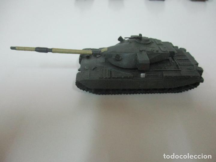 Maquetas: Carros de Combate - Lote, Colección 27 Tanques - Juguete de Plomo, Tanque - Escala 1/87 - con Funda - Foto 51 - 137971442