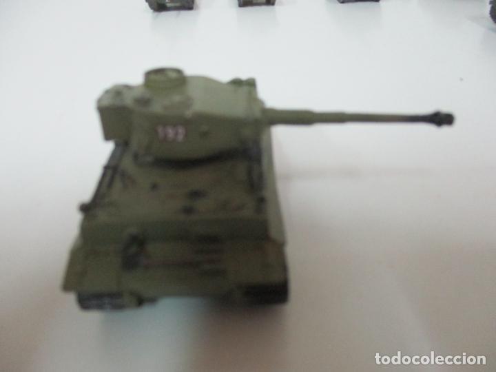 Maquetas: Carros de Combate - Lote, Colección 27 Tanques - Juguete de Plomo, Tanque - Escala 1/87 - con Funda - Foto 53 - 137971442