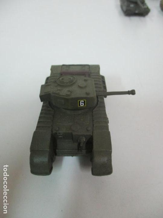 Maquetas: Carros de Combate - Lote, Colección 27 Tanques - Juguete de Plomo, Tanque - Escala 1/87 - con Funda - Foto 59 - 137971442