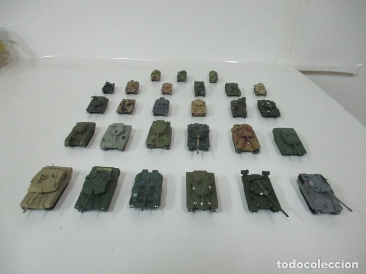Maquetas: Carros de Combate - Lote, Colección 27 Tanques - Juguete de Plomo, Tanque - Escala 1/87 - con Funda - Foto 75 - 137971442