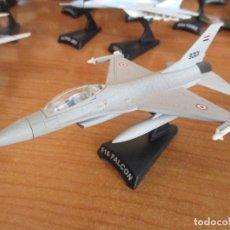 Maquetas: DEL PRADO: AVIONES EN COMBATE: MAQUETA EN METAL ESCALA 1/100 AVION: F-16 FALCON. Lote 152905682