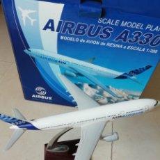Maquetas: MAQUETA AVIÓN AIRBUS A330 RESINA ESCALA 1:200 29CM. Lote 169095782