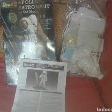Maquetas: MAQUETA REVELL APOLLO ASTRONAUT ON THE MOON ESCALA 1:8 ESTA COMPLETO SEGUN FOTOS. Lote 170166330