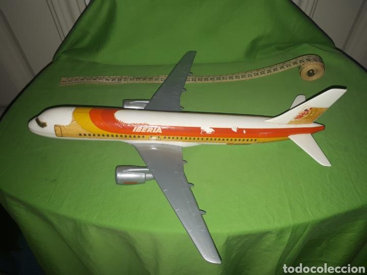 ANTIGUO AVIÓN AIRBUS 320 AIRPLAST MILANO ESCALA 1:100 PUBLICIDAD DE AGENCIA DE VIAJES LEER DESCRIPCI (Juguetes - Modelismo y Radio Control - Maquetas - Aviones y Helicópteros)