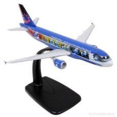 Maquetas: AVION A320 AEROSMURF LOS PITUFOS BRUSSELS AIRLINES PLASTIQUE 1/200E MOULINSART NUEVO. Lote 176940588