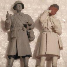 Maquetas: LOTE 2 SOLDADOS SOVIÉTICOS MONTADOS Y PINTADOS YA CON BASE 1/35 PARA DIORAMAS. Lote 182648106