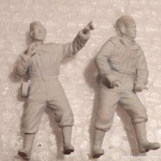 Maquetas: LOTE 2 SOLDADOS SOVIÉTICOS MONTADOS Y PINTADOS YA CON BASE 1/35 PARA DIORAMAS. Lote 182648162