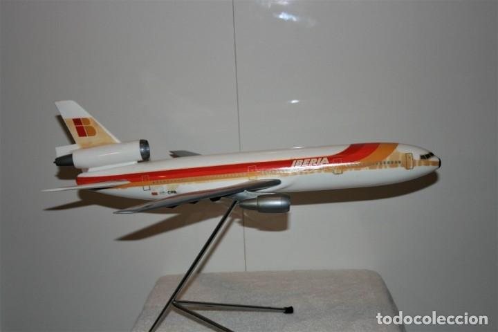Maquetas: MAQUETA AVION DC-10 IBERIA, DE AGENCIA DE VIAJES, FABRICADA POR AIRPLAST, AÑOS 80. - Foto 2 - 172590513