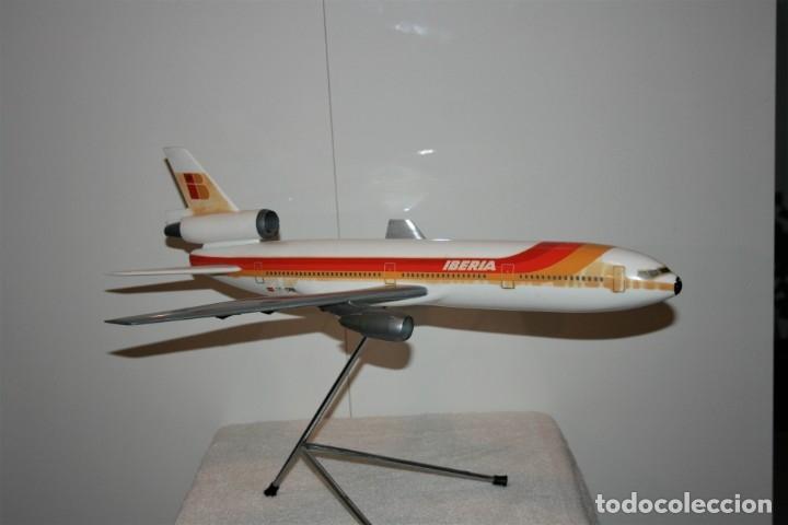 MAQUETA AVION DC-10 IBERIA, DE AGENCIA DE VIAJES, FABRICADA POR AIRPLAST, AÑOS 80. (Juguetes - Modelismo y Radio Control - Maquetas - Aviones y Helicópteros)