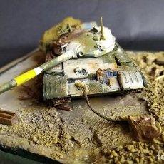 Maquetas: T-62 DEL EJÉRCITO DE IRAK DESTRUIDO. DIORAMA ESCALA 1/72. Lote 184672117