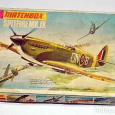 Maquetas: MAQUETA DEL CAZA BRITÁNICO SUPERMARINE SPITFIRE MK IX DE MATCHBOXA 1/72 (VINTAGE, CAJA Y CALCAS MAL). Lote 191782776