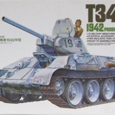 Maquetas: MAQUETA CARRO T-34/76, 1942 PRODUCTION, REF. 35049, 1/35, TAMIYA. Lote 194225170