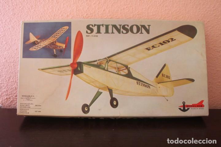 STINSON MODELHOB MOTOR CON GOMAS AVIÓN MADERA BALSA (Juguetes - Modelismo y Radio Control - Maquetas - Aviones y Helicópteros)
