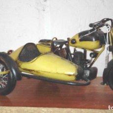 Maquetas: MAQUETA MOTO CON SIDECAR METALICA DE ADORNO GIRAN LAS RUEDAS. Lote 205549772