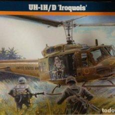 """Maquetas: 40789 MISTERCRAFT 1/72, UH-1H/D """"IROQUOIS"""" , TAMBIÉN CALCAS ESPAÑOLAS PRECINTADO. Lote 206757763"""