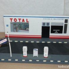 Maquetas: MAQUETA DIORAMA GASOLINERA TOTAL STATION DE MALATAVERNE GAS PETROL STATION 1:24 1:32 SCALE Y MÁS. Lote 208425835