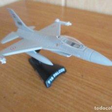 Maquetas: DEL PRADO: AVIONES EN COMBATE: MAQUETA EN METAL ESCALA 1/126 AVION F-16 FALCON. Lote 211669594