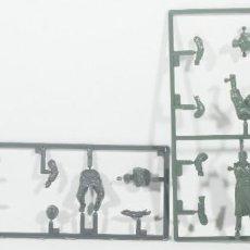 Maquetas: MAQUETA FIGURAS ALEMANAS, MOTORISTAS, SEGUNDA GUERRA MUNDIAL, 1/35, ITALERI - TAMIYA. Lote 211703931