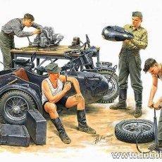 Maquetas: GERMAN MOTORCYCLE REPAIR TEAM. MASTERBOX. 1/35. Lote 213207392