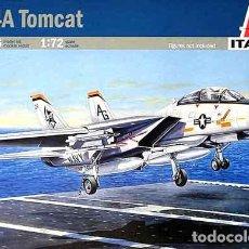 Maquetas: MAQUETA DEL CAZABOMBARDERO EMBARCADO NORTEAMERICANO GRUMMAN F-14A TOMCAT DE ITALERI A 1/72. Lote 214448010