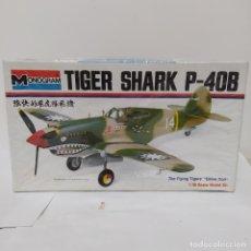 Maquetas: MONOGRAM TIGER SHARK P-40B. NUEVO, AÑOS 70. Lote 216441847